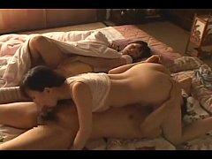 หนังโป๊ญี่ปุ่น พี่ชายสุดหื่นแอบย่องเข้าไปเย็ดเพื่อนน้องสาวตอนนอนหลับแบบไม่เกรงใจน้องสาวตัวเองเลย