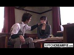 คลิปหนังโป๊ญี่ปุ่นเด็ด น้องแว่นสุดสวยส่งงานหัวหน้าไม่ทัน โดนเรียกตักเตือน ให้เอาหีมาให้ดูดซะดีๆ ดูดเสร็จก็โดนเย็ดเลย
