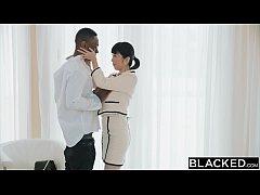 หนังโป๊ สาวเอเชียโดนไอ้มืดควยยักษ์จับเบิร์นหีโม๊คควยเเล้วเย็ดกระเเทกหีแทบฉีก อย่างเสียว