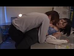 หนังโป๊Japan นักเรียนชายหื่นเมาจับครูสาวฝ่ายปกครองขืนใจเเล้วเย็ดกลางห้อง หุ่นครูสาวอย่างเด็ด